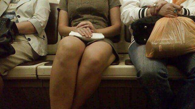 A szemüveges lány szopást adott a vonaton erett no sex a vizsga előestéjén.