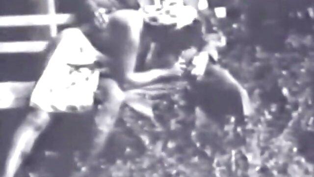 Szex Felesége harisnya nyögött erett nok szex hangosan során dupla behatolás előtt férje