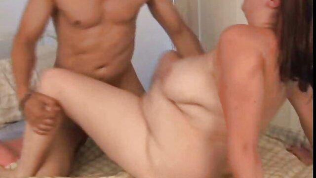 Leszbikus mostohatestvér eszik Punci érett amatőr szex Hármasban Otthon.