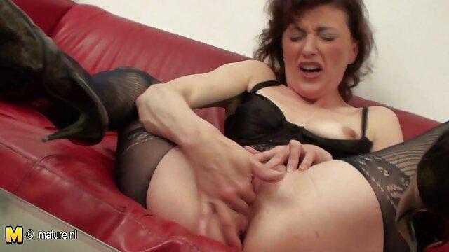 Technikai kérdésben segíteni tud szexelni èret szex a kanapén.