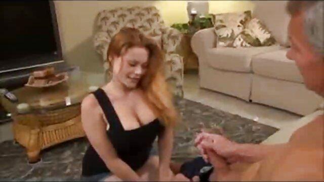 Szexi Tini Szívás faszok, mint érett amatőr szex egy profi
